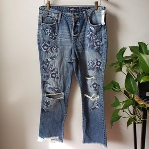 NWT HOLLISTER EMBROIDERED BOYFRIEND JEANS W30 L27
